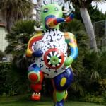 Skulptura na travnjaku muzeja