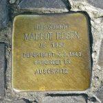 Kamen spoticanja na pločniku u Berlinu: odvedena Margot Rosen je imala 21 godinu. Ubijena u Auschwitzu.