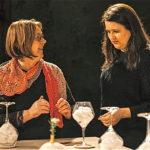 Kreatorica u razgovoru s posjetiteljicom (foto:Urška Boljkovac)